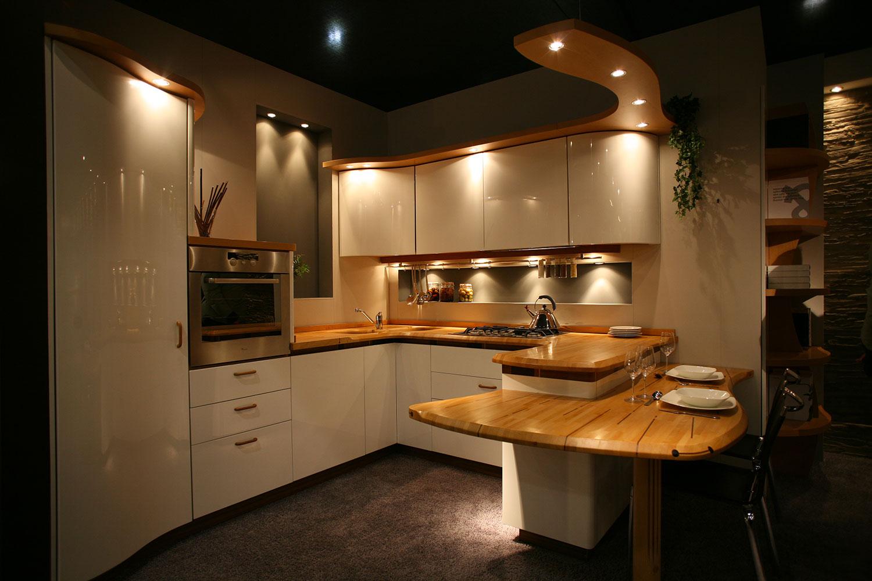 Cucina con penisola a doppia altezza perch utile for Piani di cabina 32x32