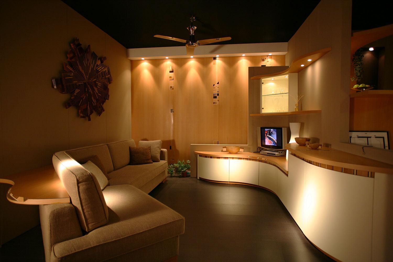 Pareti attrezzate per soggiorno: creare spazio con i mobili curvi ...